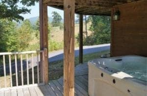hot tub at foothills fixation cabin