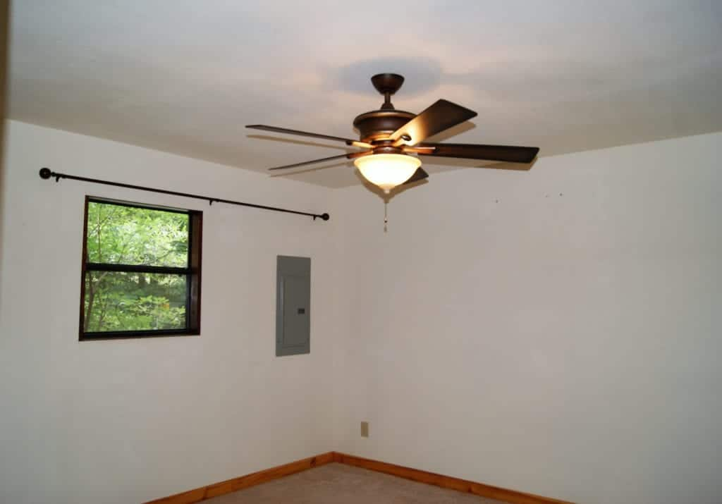 empty room with a ceiling fan